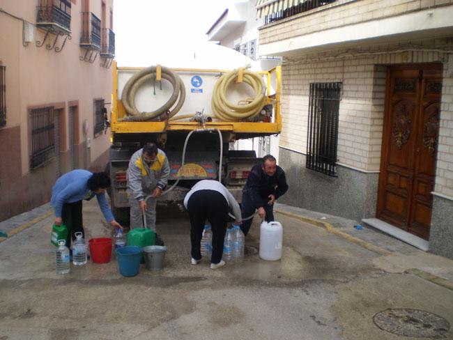 El suministro de agua en la red continúa interrumpido.