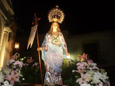 -Procesión de la Virgen de la Aurora.